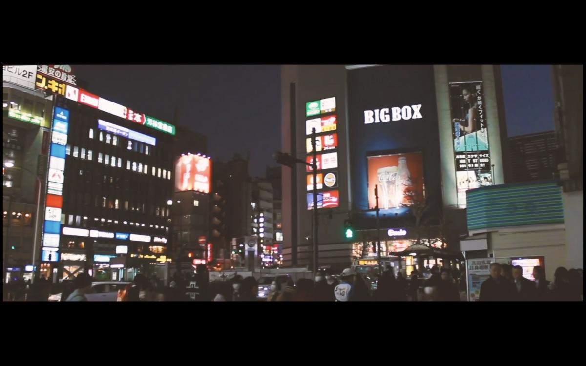 映像内の高田馬場駅前の様子。高田馬場・早稲田になじみのある人が懐かしくなるような場所を撮影・録音した