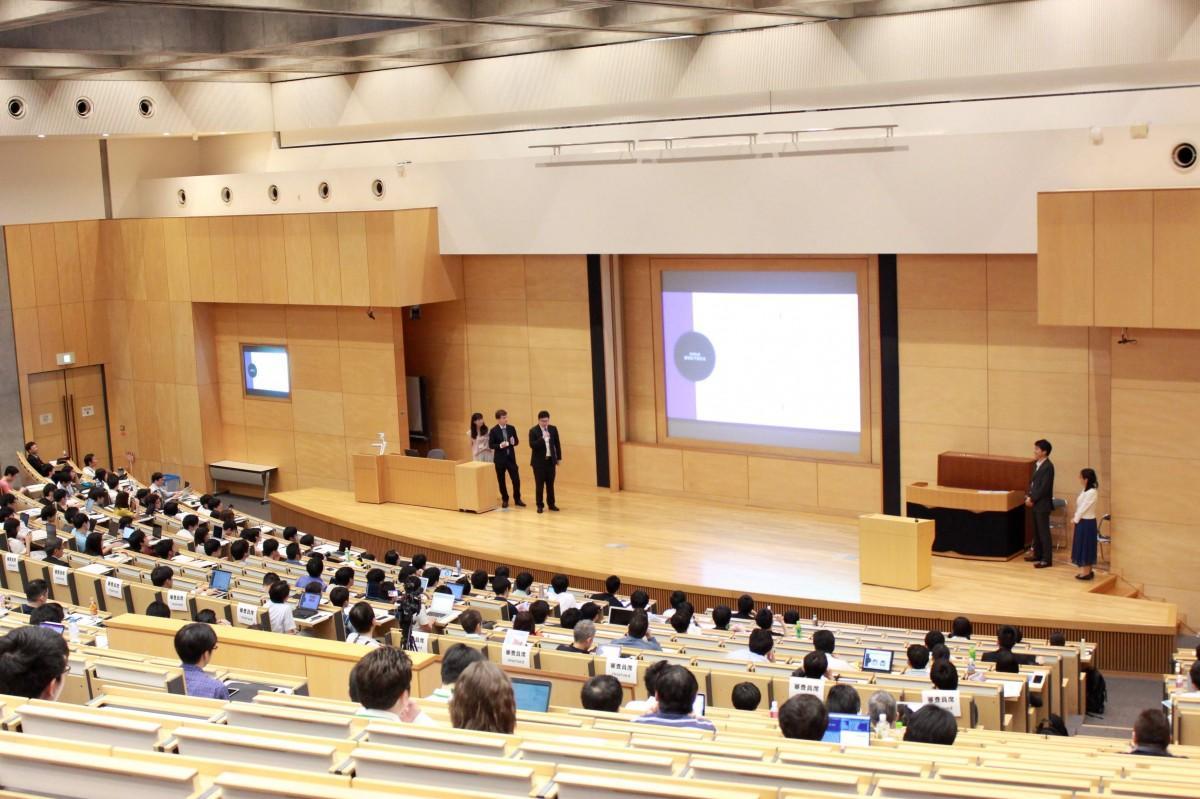 「第1回早稲田大学データサイエンスコンペティション」の様子