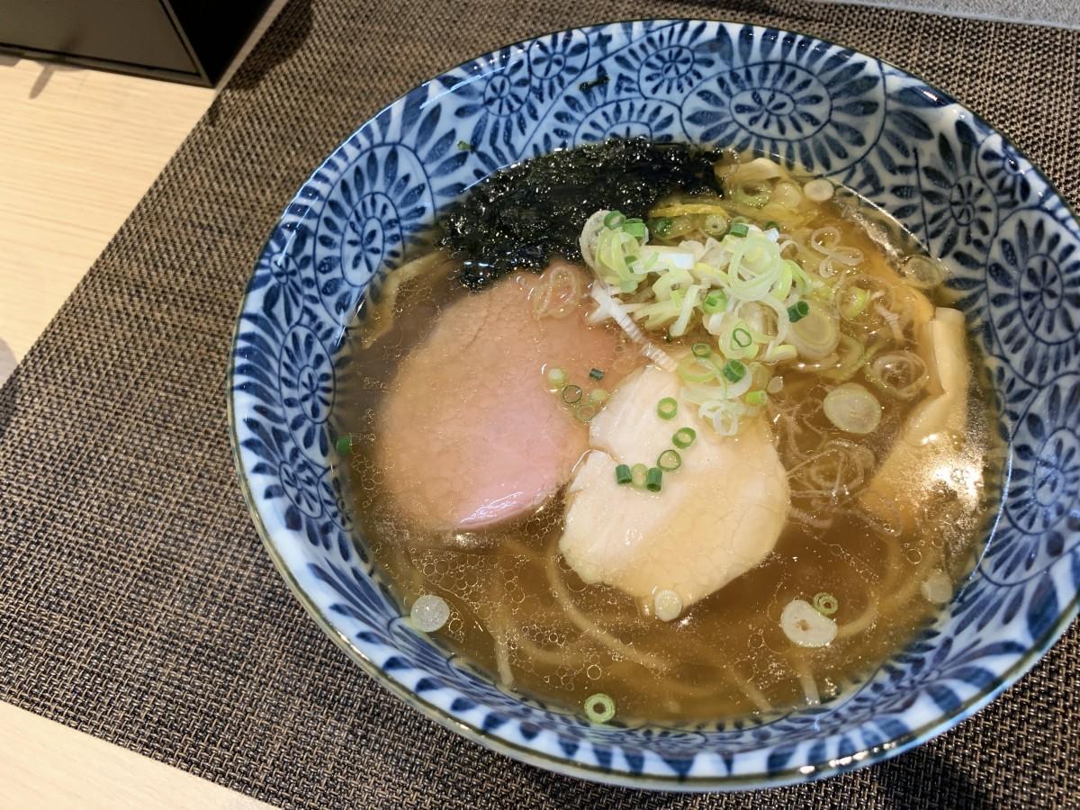 「麺匠いし井」の提供する看板メニュー「焼あご醤油(しょうゆ)」