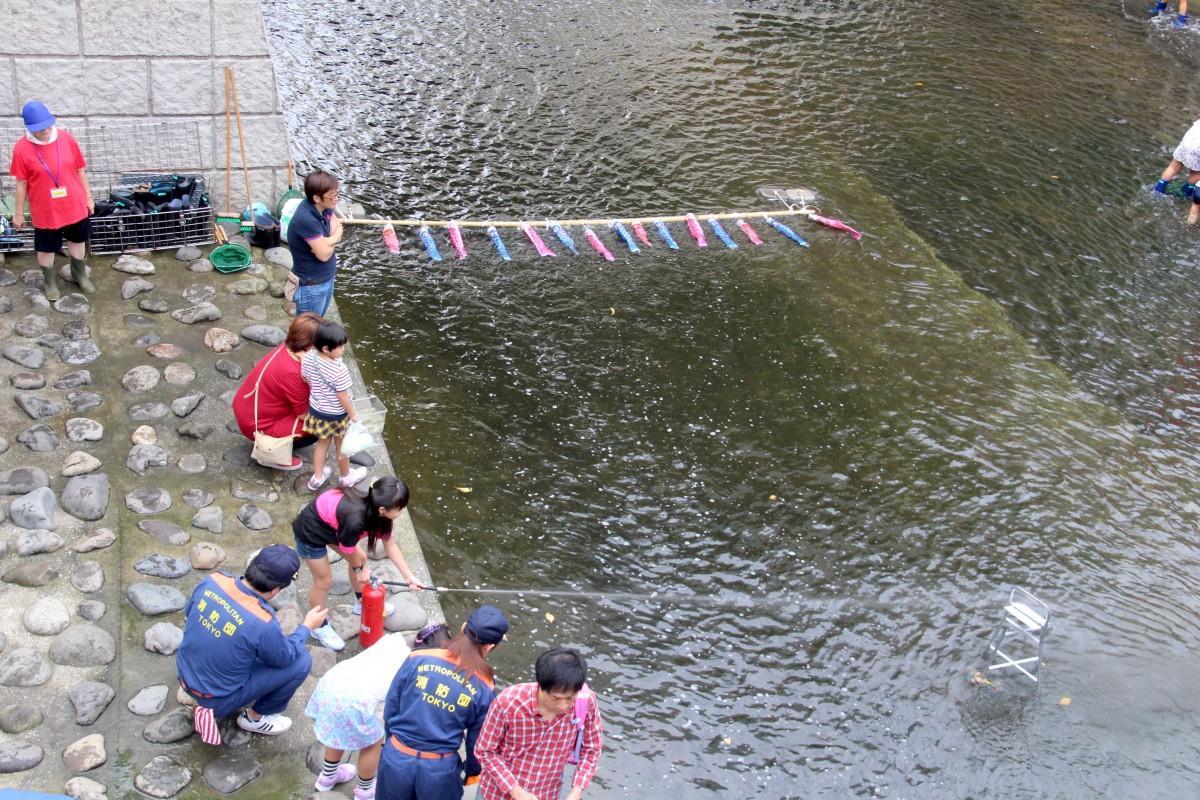 昨年開催された「戸塚地域センターまつり」の「初期消火&放水体験」の様子