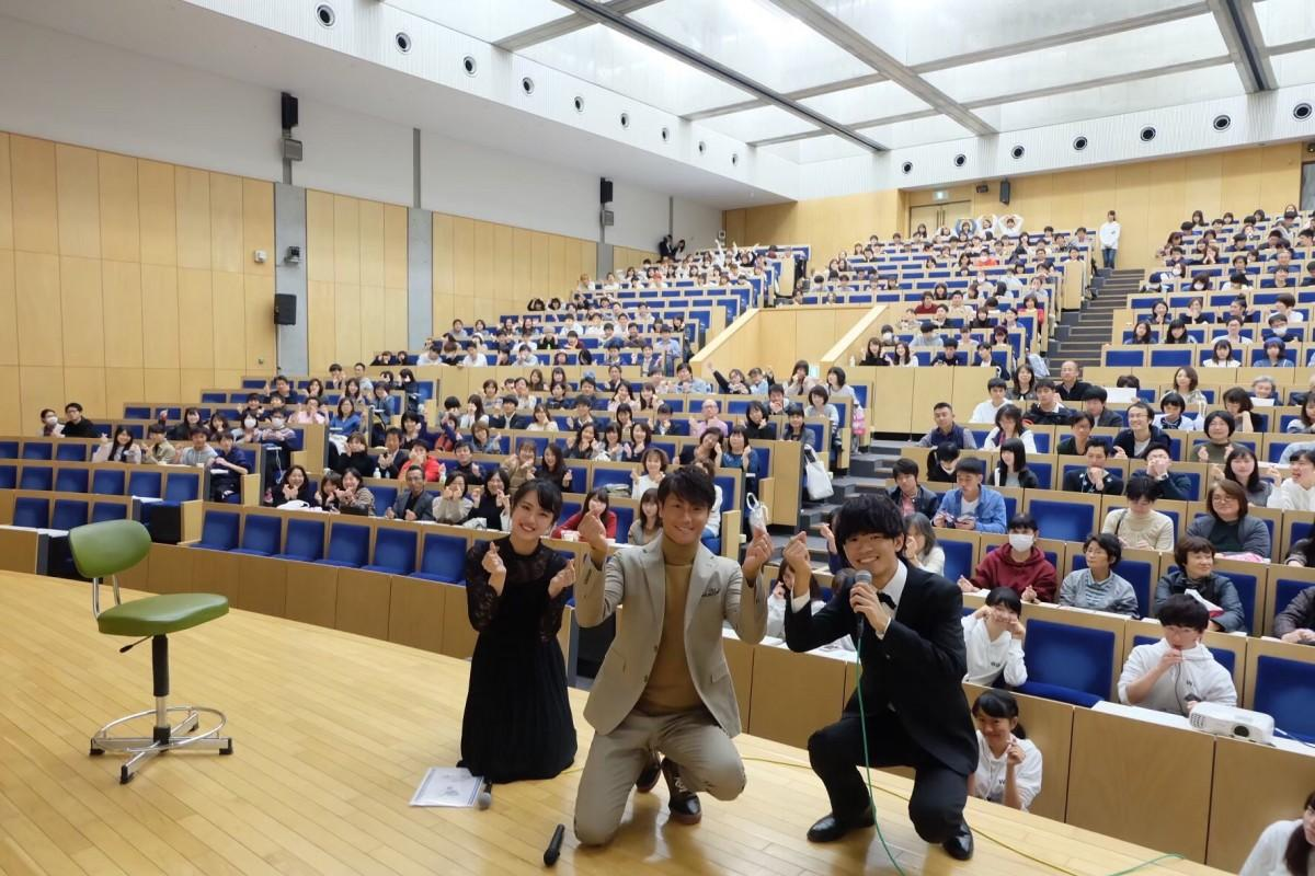 早大広研が昨年の早稲田祭で開催したトークイベント「週末大人シアター」では俳優の永井大さんをゲストに迎えた