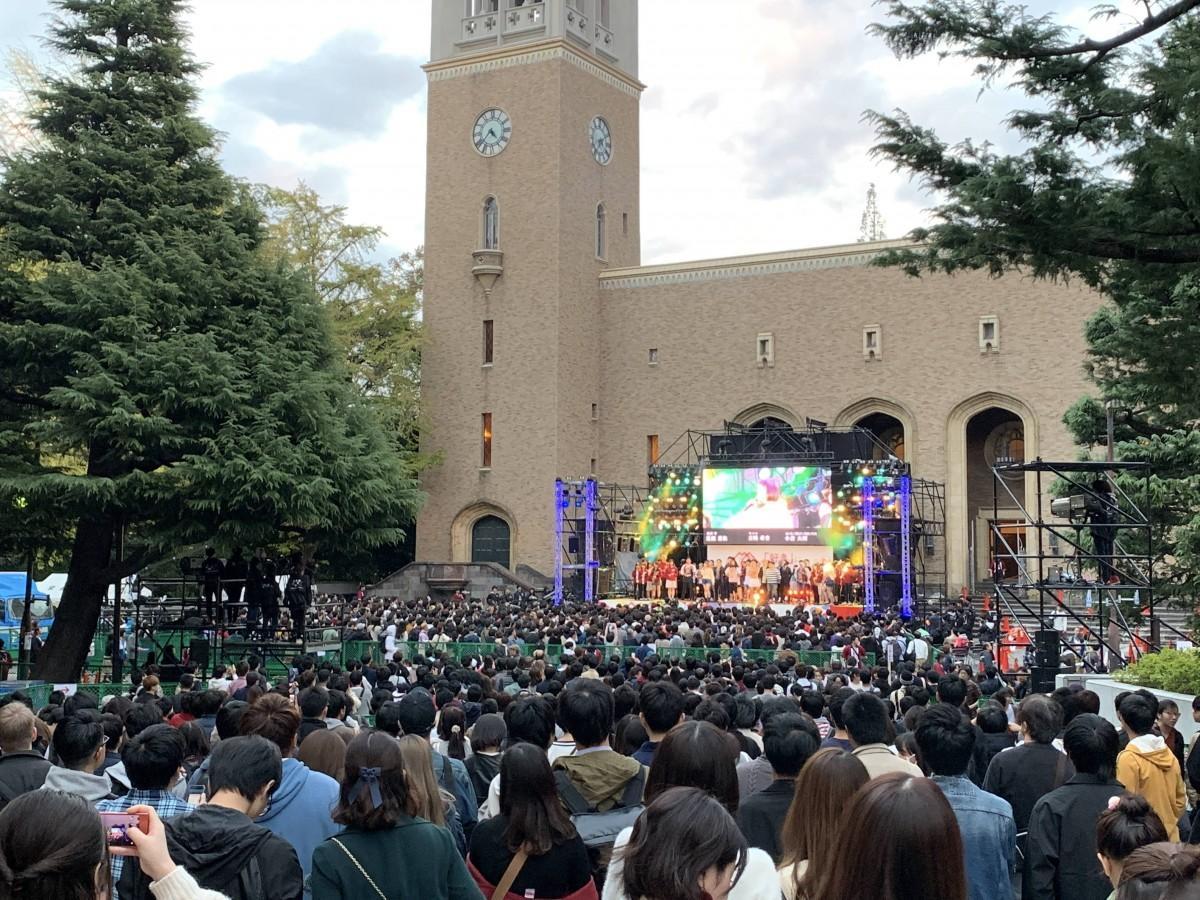 昨年の「早稲田祭2018」大隈講堂前ステージの様子