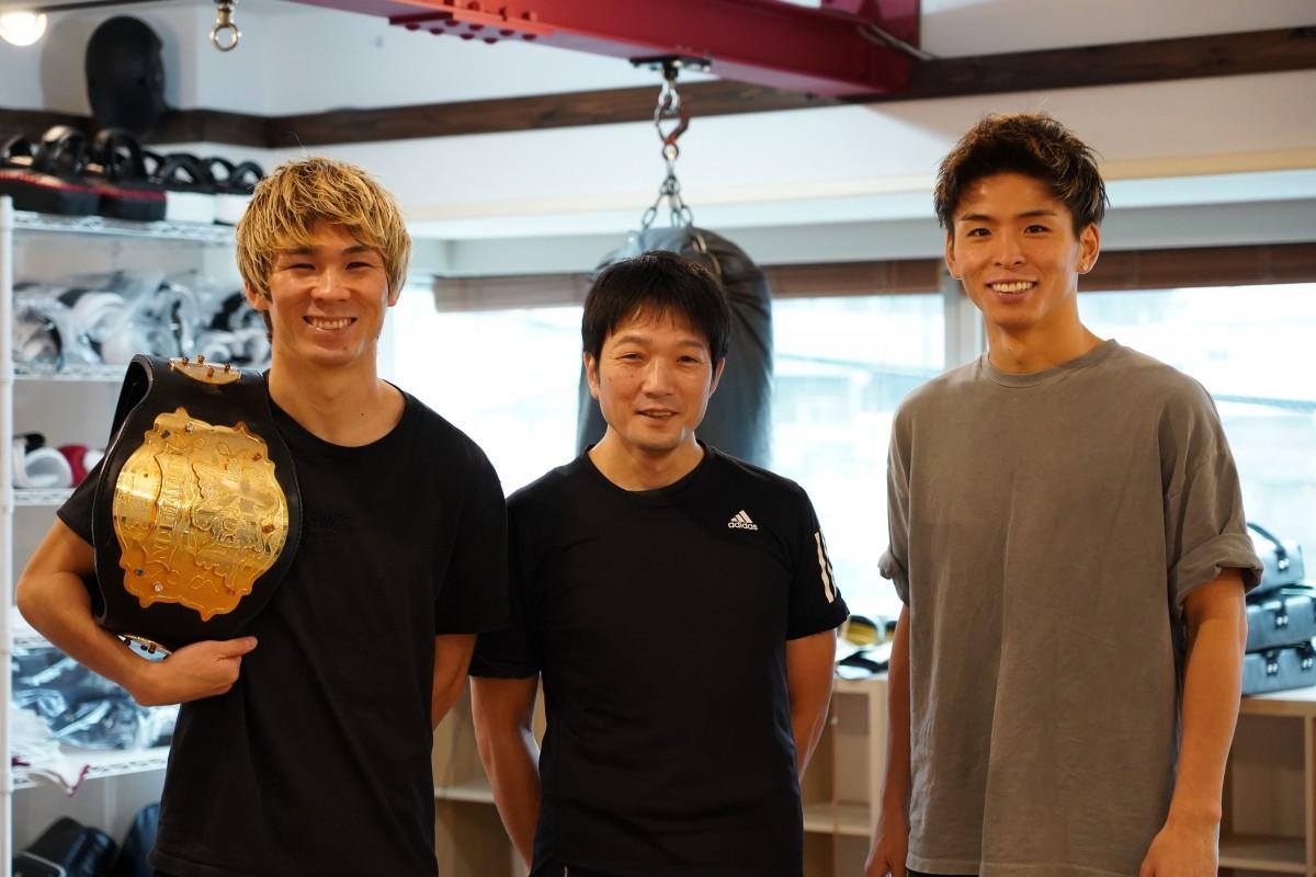 「LARA TOKYO」のトレーナー、レオナ・ペタスさん、半澤英俊さん、加藤虎於奈(こおな)さん(左から)