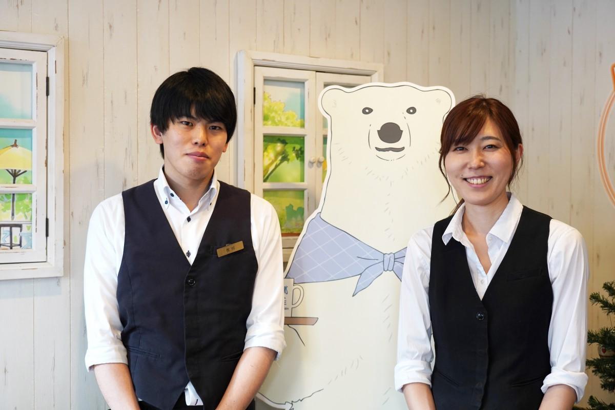 「しろくまカフェ高田馬場店」の池田健人さんと佐藤通子店長(左から)