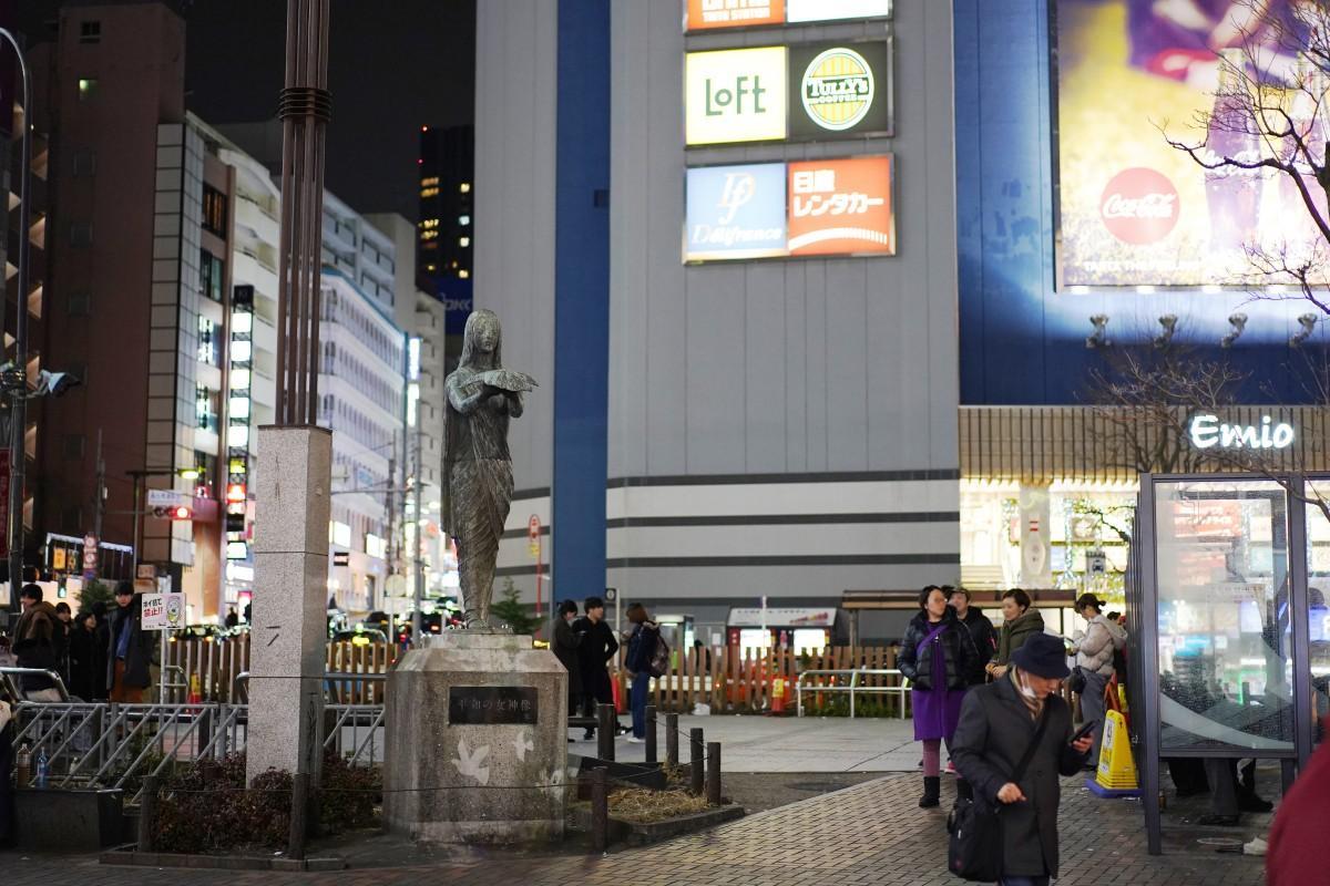多くの卒業生にとって青春の思い出となっている「高田馬場駅前ロータリー」の1月22日21時ごろの様子