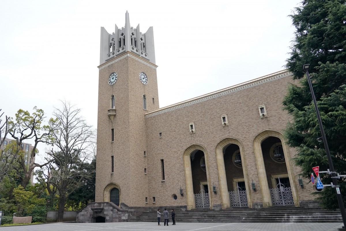 閑散としている早稲田大学の大隈記念講堂前の様子