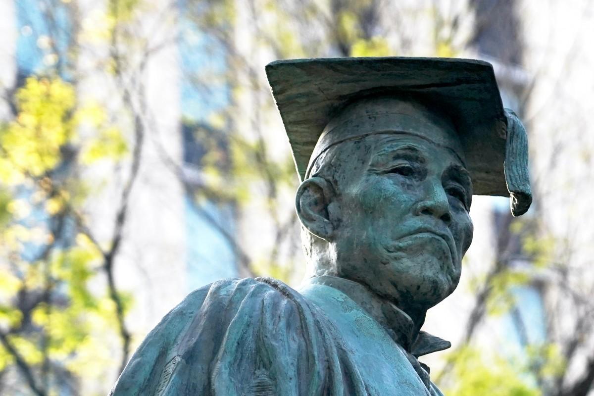 早稲田大学早稲田キャンパスにある大隈重信像