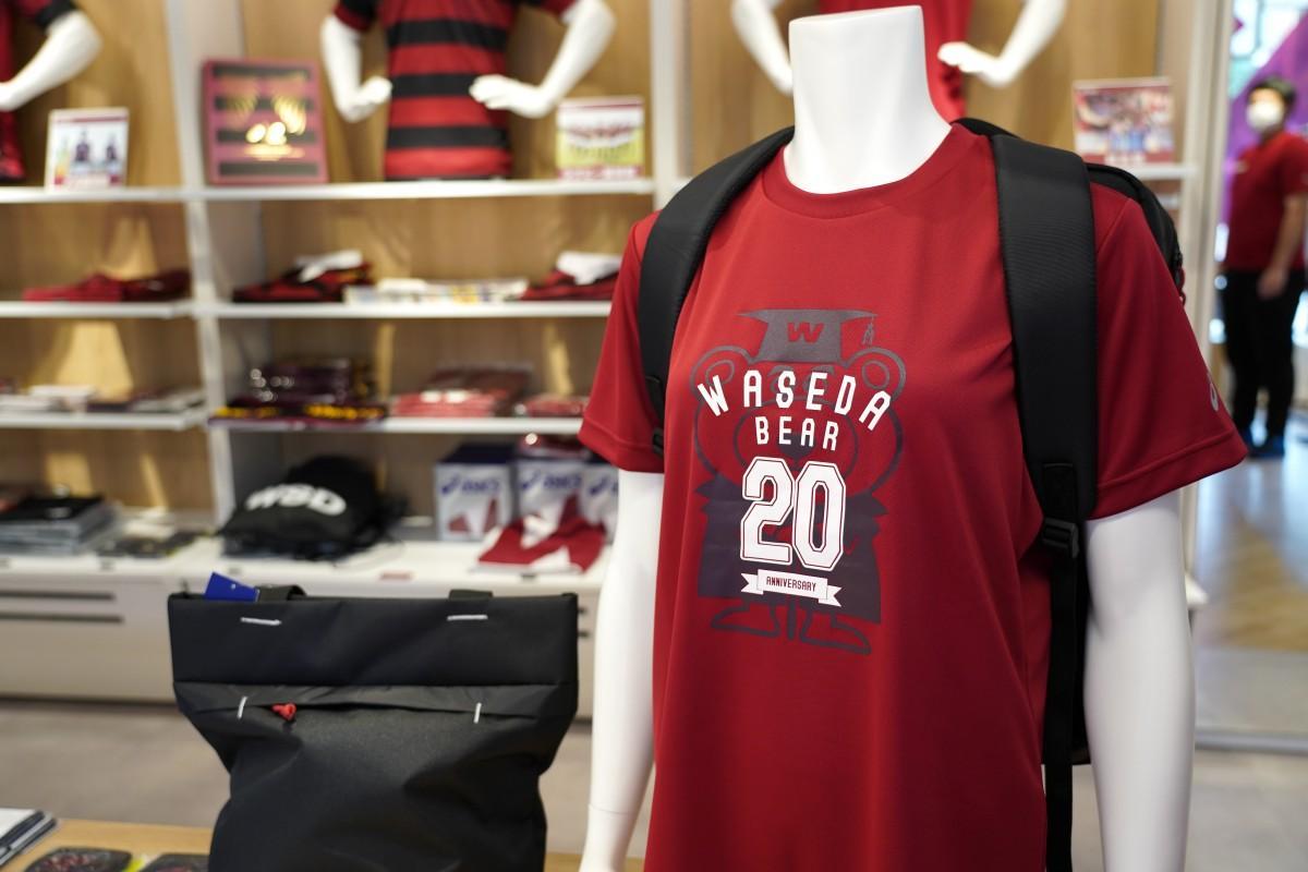 「アシックスキャンパスストア早稲田」で販売しているワセダベア20周年記念の大人用の「ベアTシャツ」