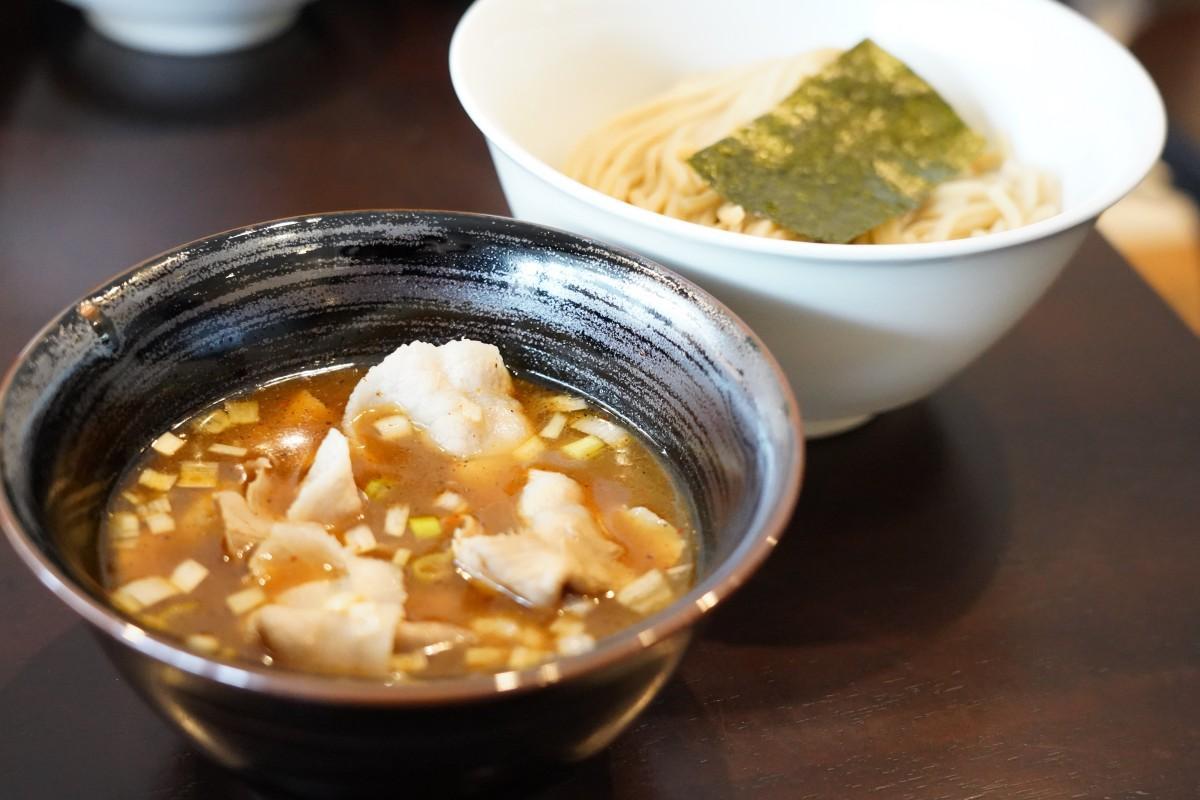 西早稲田の「つけ麺 麦の香」の「肉盛りつけ麺」(1,180円)