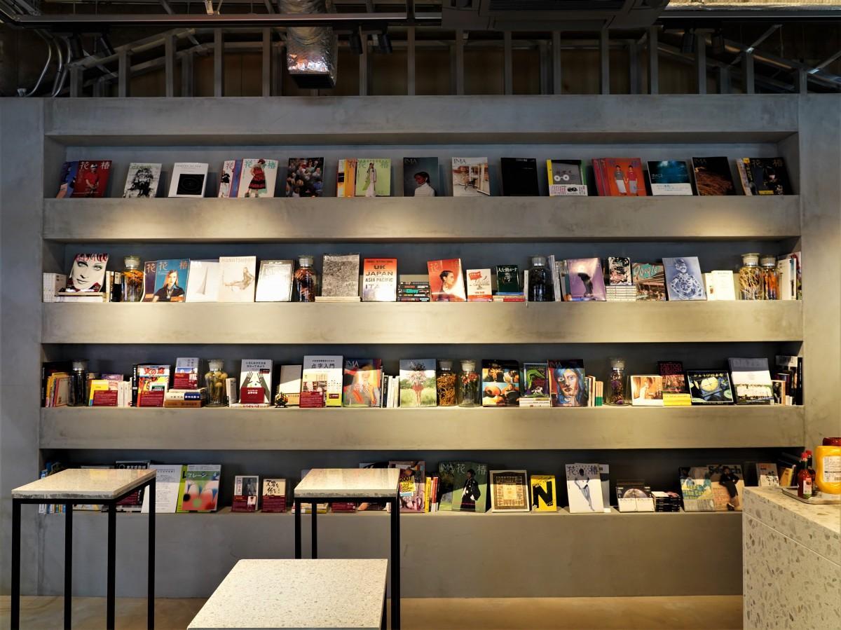 誰もが自由に本を貸し借りできる本棚 「STAND by bookandbedtokyo」