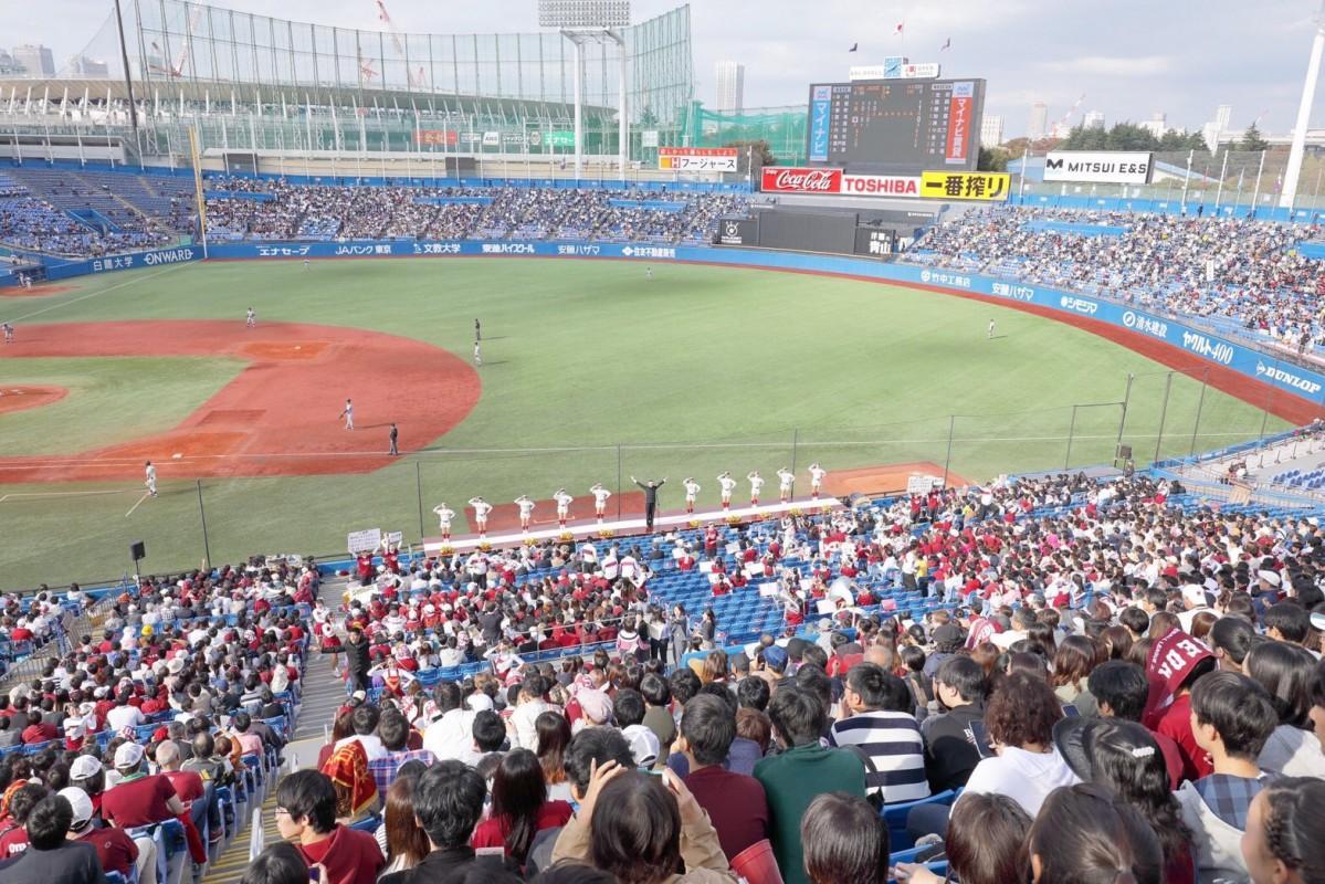 昨年、明治神宮野球場で開催された春の早慶戦の様子(提供:早稲田大学応援部)