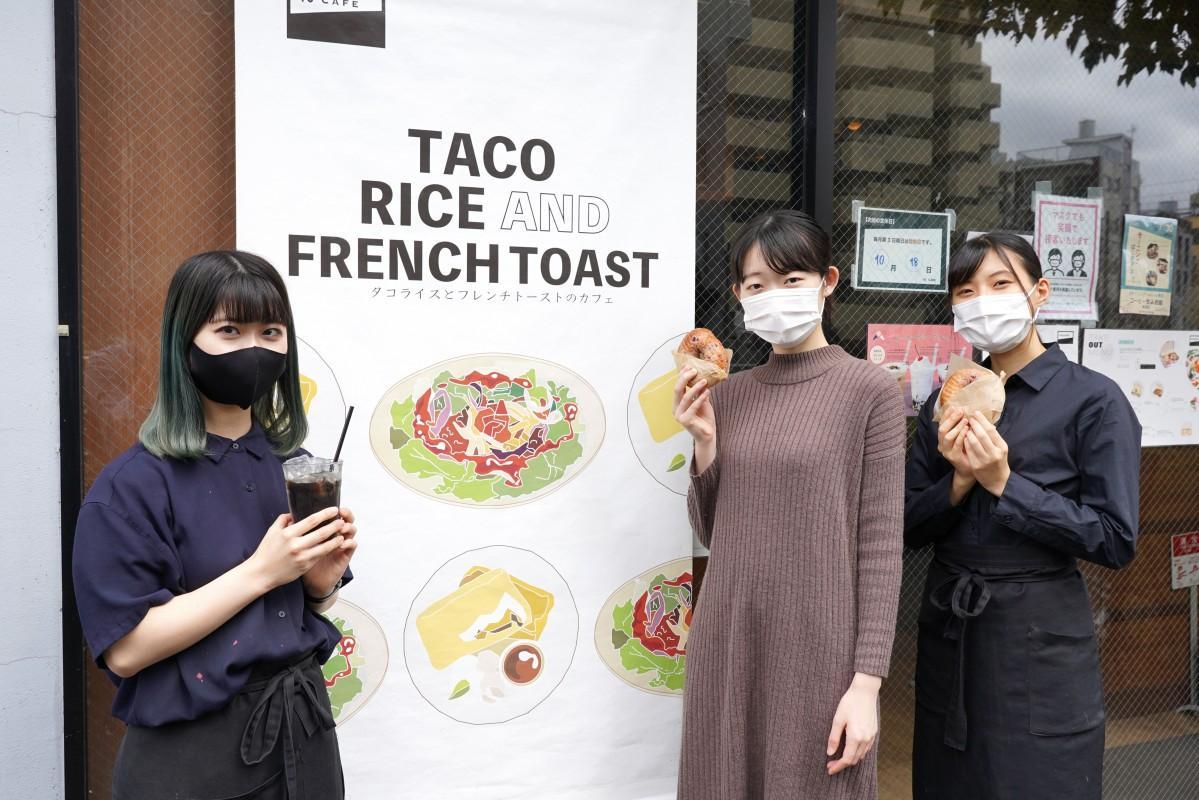 「10°CAFE」の小川瑞生(みずき)さん、店長の井上葵唯(あおい)さん、柴田春奈さん(左から)
