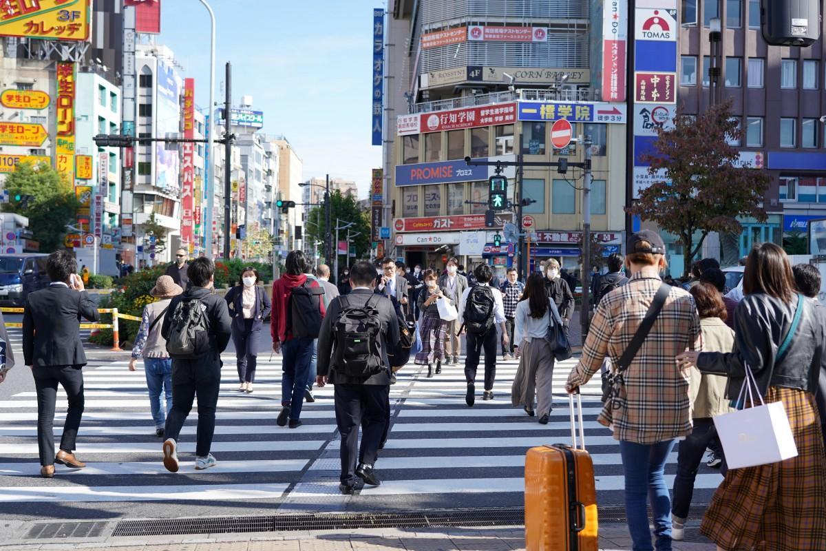 以前に比べ人通りが増えてきた高田馬場駅前の様子(10月16日)