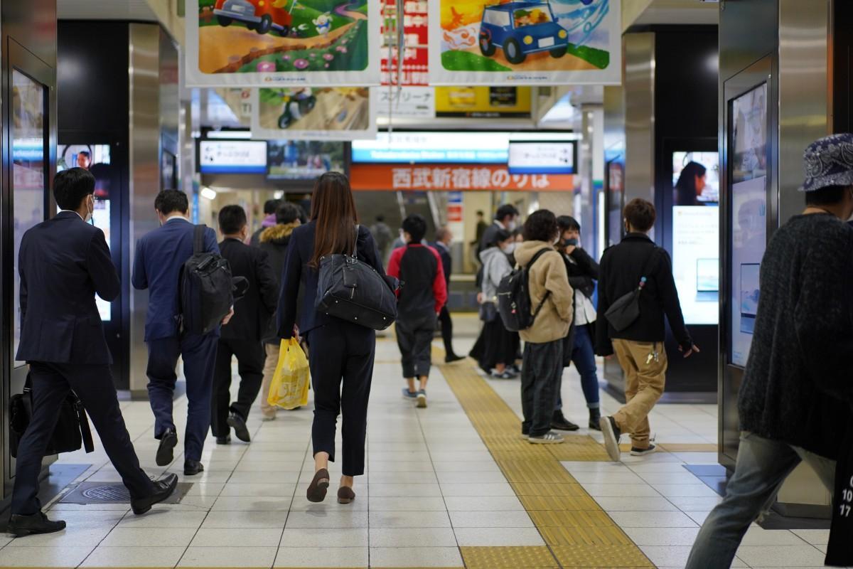 西武新宿線・高田馬場駅の11月9日の終電間近の様子