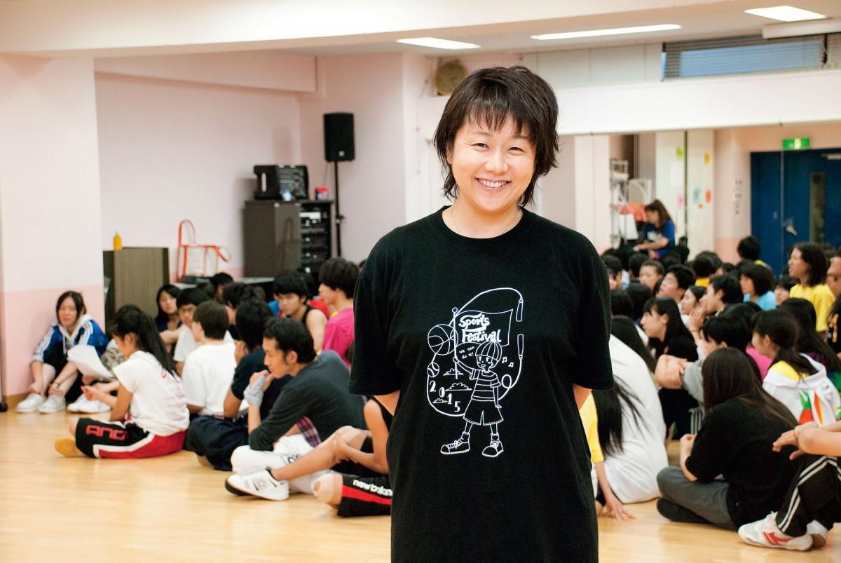 クラーク記念国際高校 東京キャンパスで表現教育を担当する小山智子さん(提供:クラーク記念国際高校)