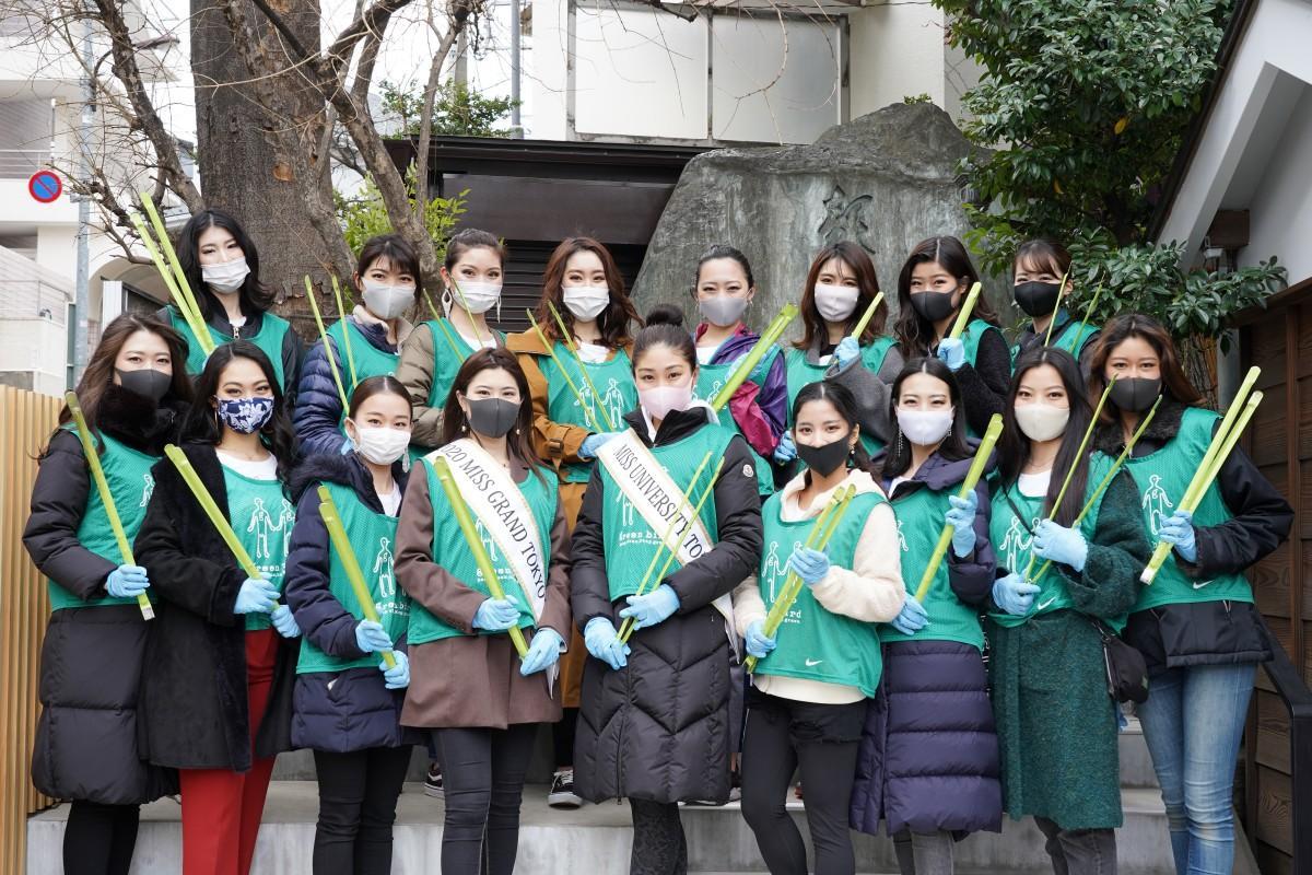 「ミスグランドジャパン2020」東京代表の若林ありかさん(前列中央左)、「ミスユニバーシティ2020」東京代表の佐藤玲那さん(前列中央)、「2021ベストオブミス東京大会」のファイナリストの皆さん