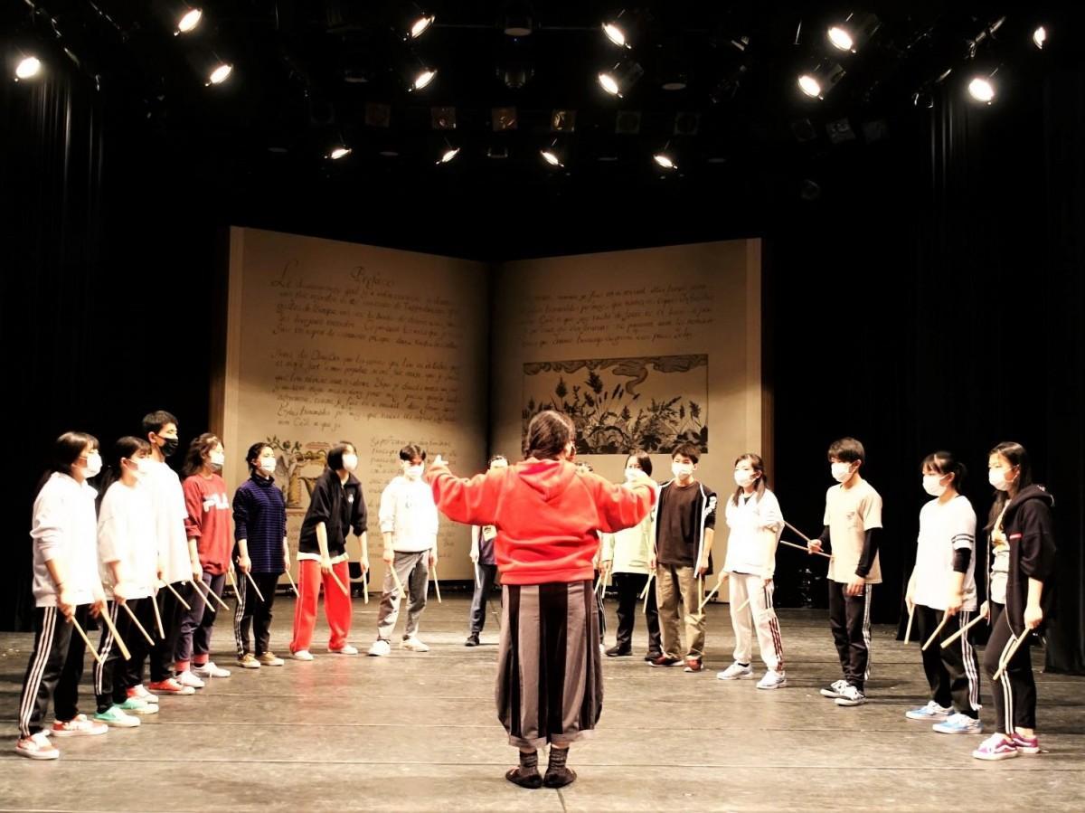 クラーク記念国際高校 東京キャンパスパフォーマンスコースの皆さん 公演「R」舞台稽古の様子