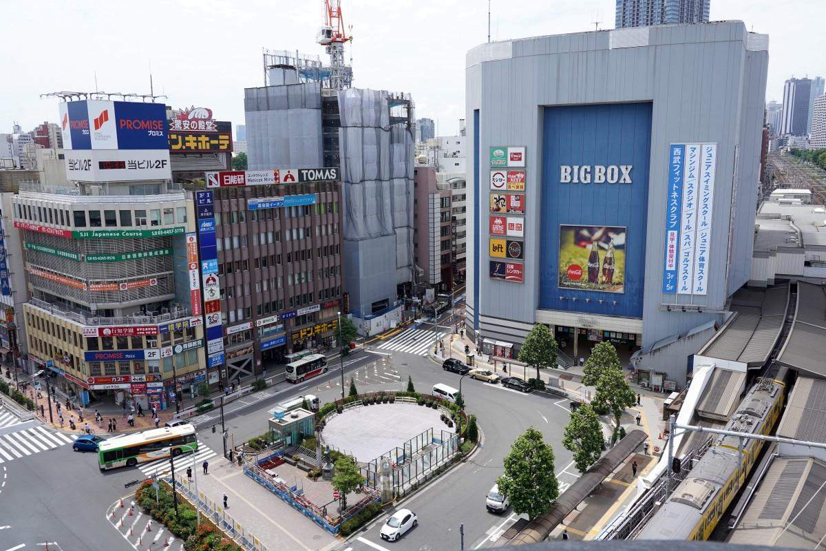 高田馬場駅前ロータリー広場の様子