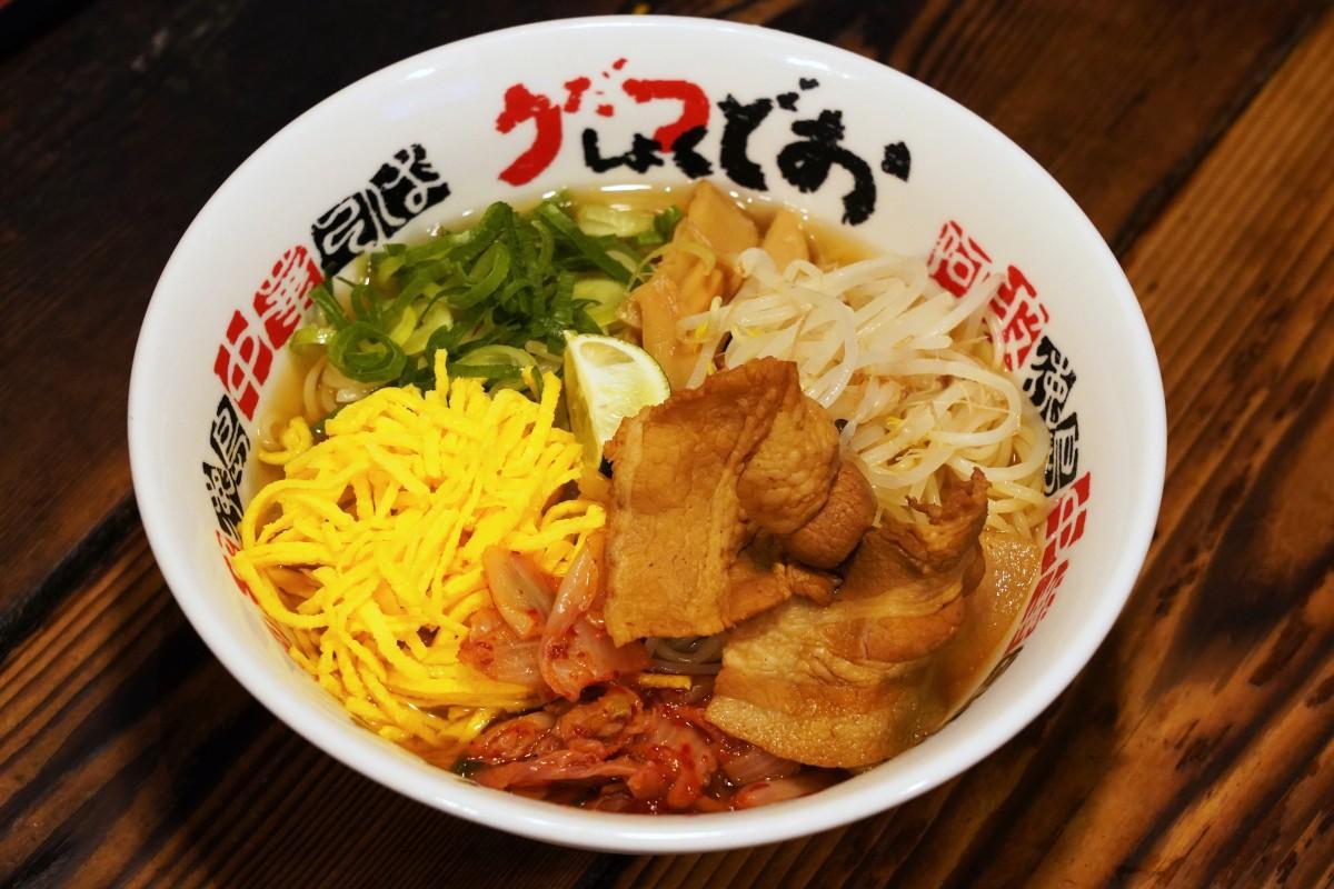 早稲田の徳島ラーメン専門店「うだつ食堂」の期間限定メニュー「徳島冷麺(大)」
