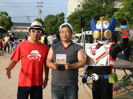 檀上からラジオ体操を指揮した播州一さん(左)播州弁ラジオ体操を考案した竹内茂雄さん(中)ご当地ヒーローの「曽根レンジャー」(右)