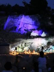 高砂の採石所をライトアップ 楽器「クリスタルボウル」の音色で新月の夜にイベント