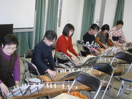 春千音会、箏の練習風景
