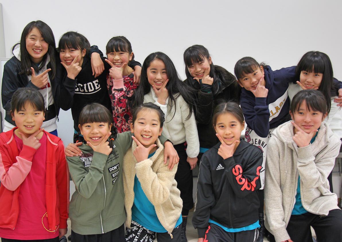 イベントに出演するキッズチームのメンバー