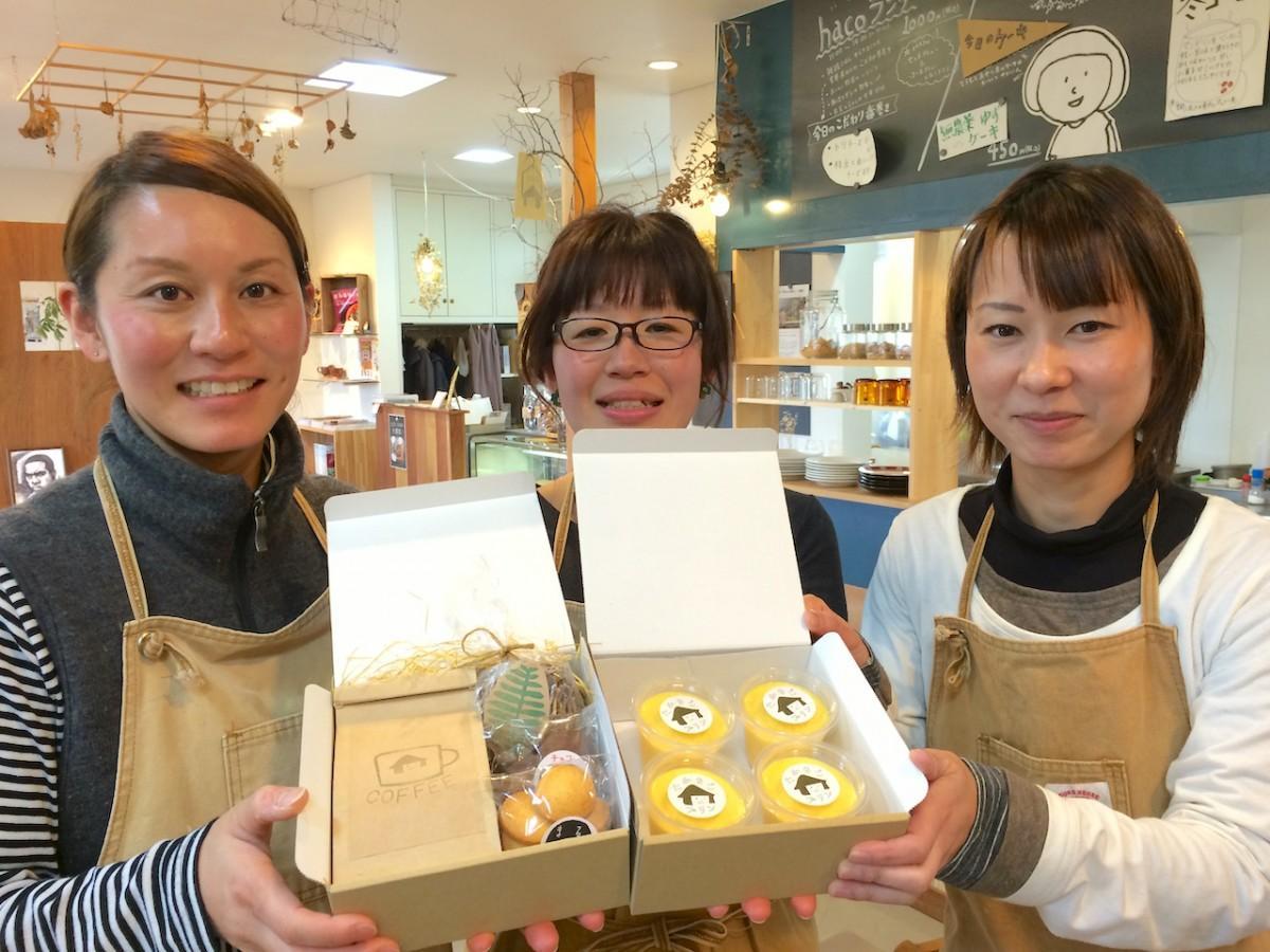はま茶スタッフの福冨絢子さん(左)黒川妙子さん(中)八木貴子さん(右)
