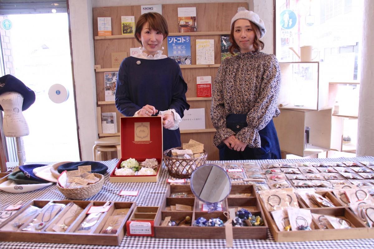 AYA WORKS(アヤ・ワークス)の杉山文子さん(左)と竹歳かおりさん(右)