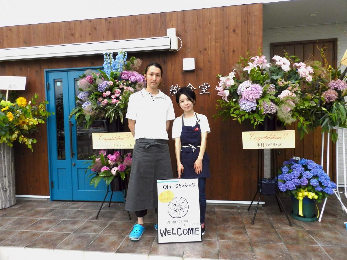 オーナーシェフの佐藤寿幸さんと妻でマネジャーの沙織さん