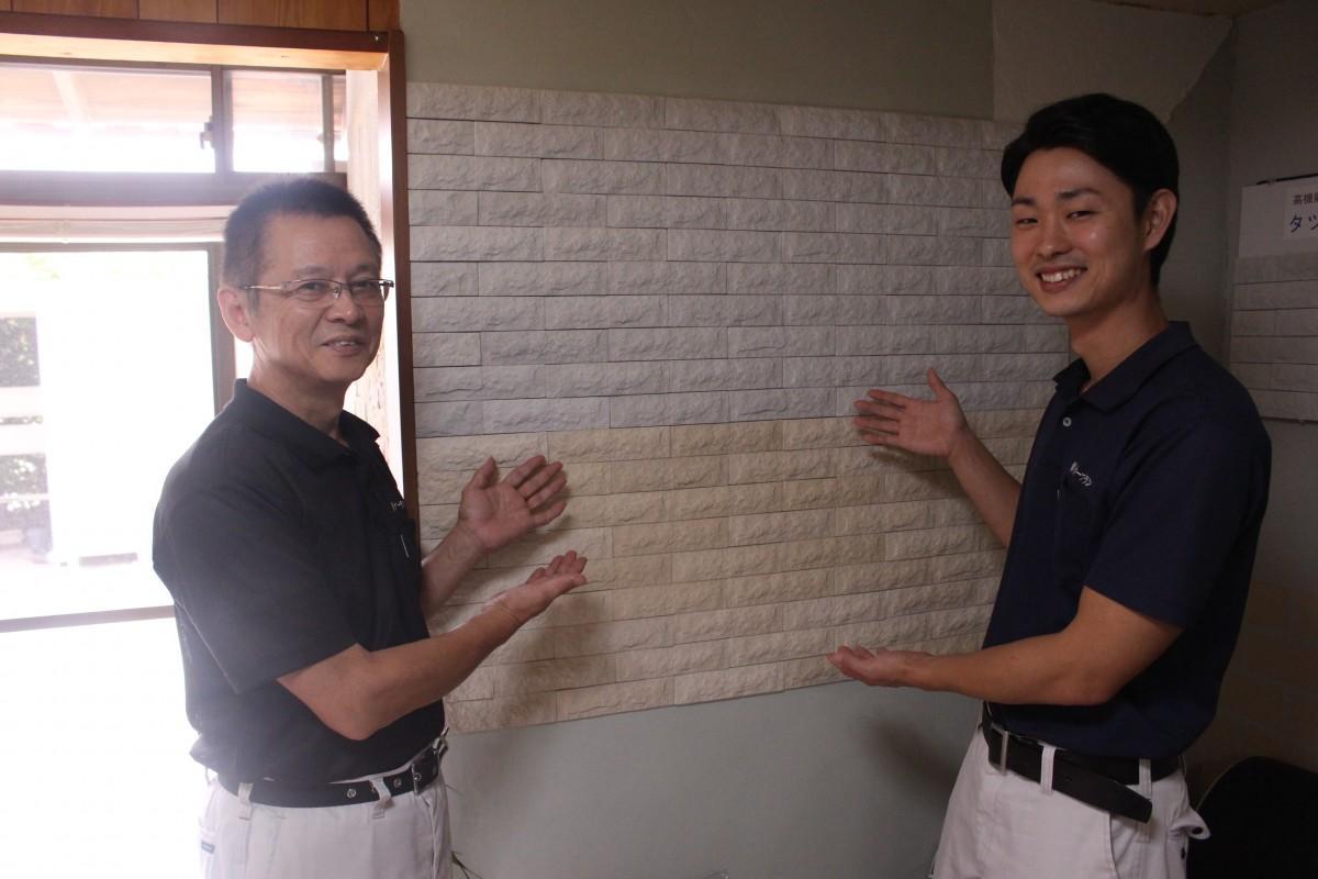 タツタイルをPRする岸本和樹さん(左)と岸本憲征さん(右)