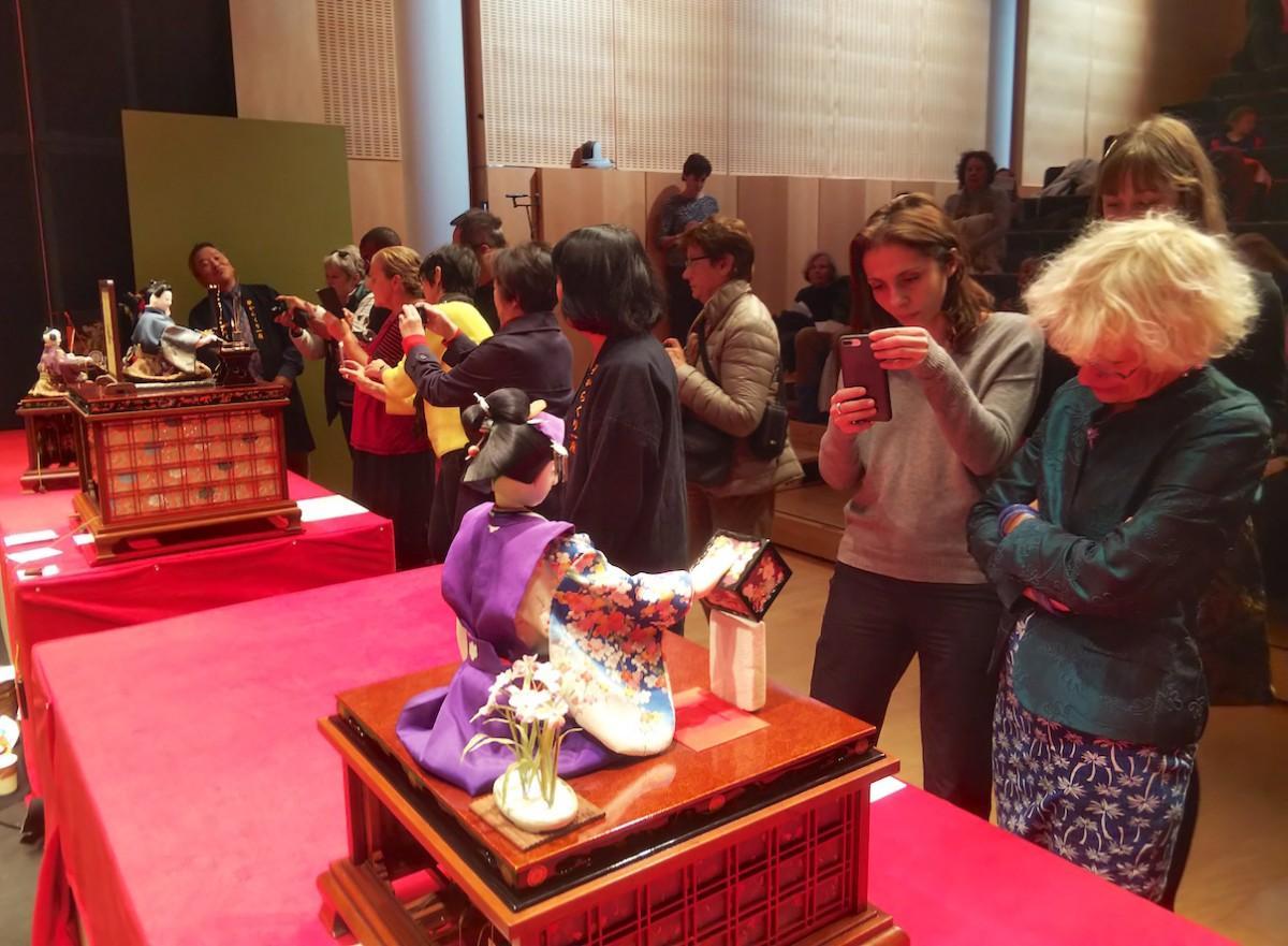 パリで開催された「からくり人形の動態展示」の様子