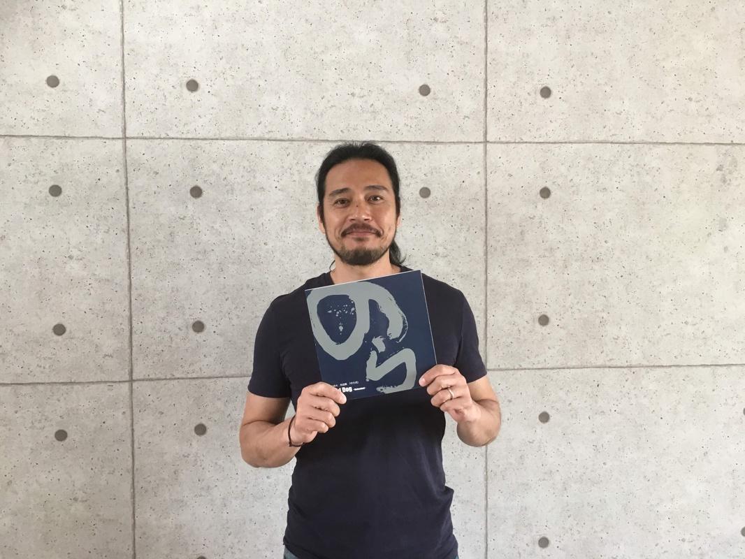 藤田雄大さんと作品集「のら戌」