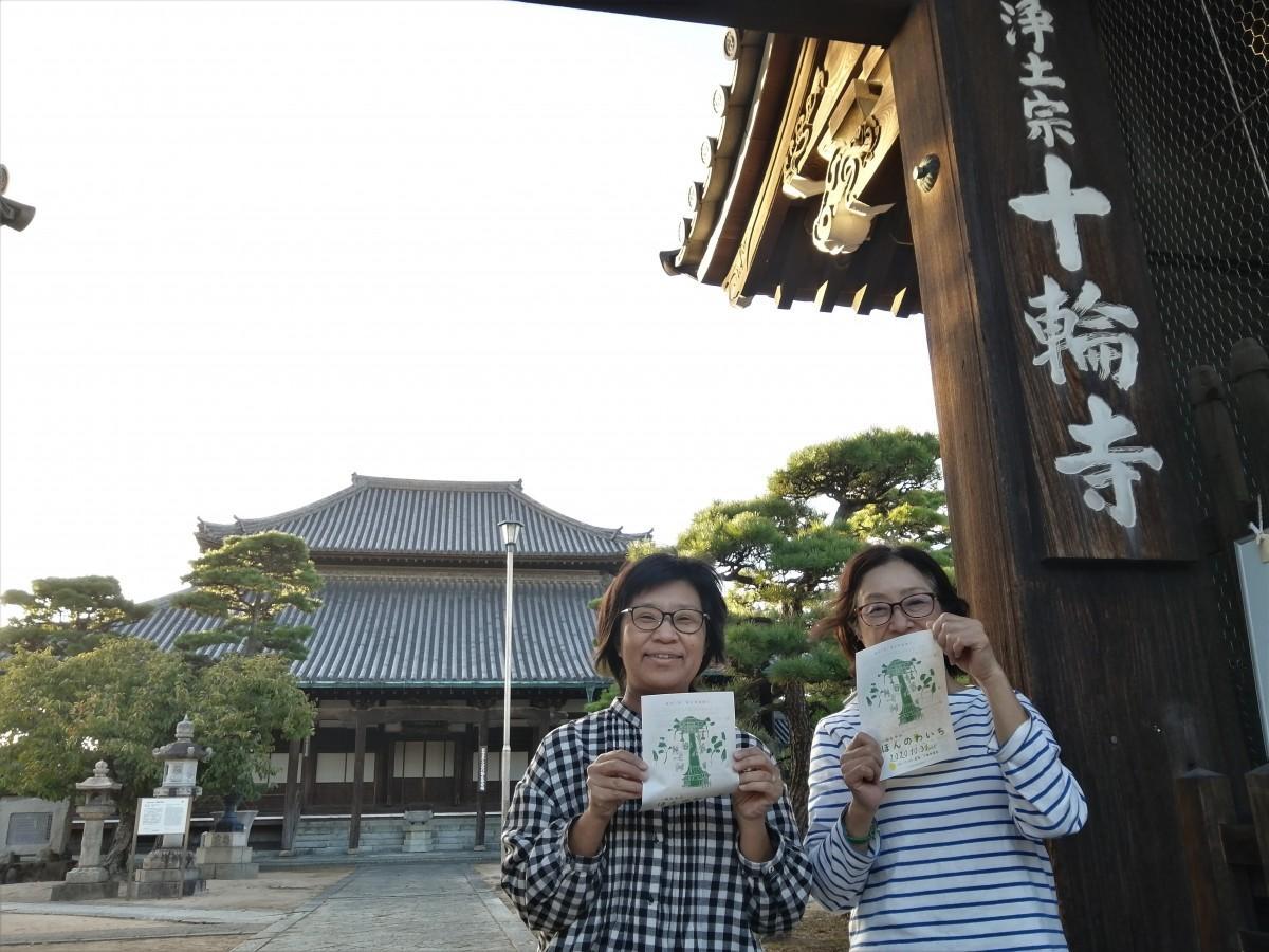 イベントを主催する「本と。」の七島倫恵さんと楠本朋子さん