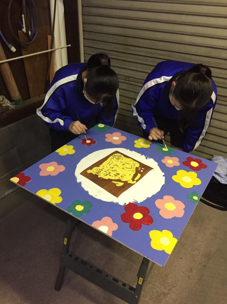 高砂南高校の生徒が作業している様子
