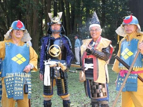 5年目を迎え戦国時代の衣装、甲冑のきこなしも見事。両サイドの二人の甲冑は手作り