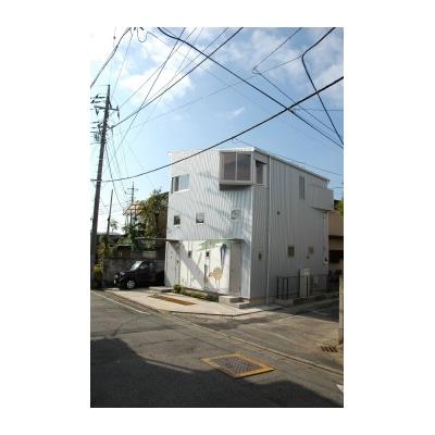 JR高崎駅から徒歩約15分という好立地なのに「狭小」ゆえに利用されなくなった土地に建つ「タカサキサキガケハウス」