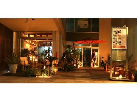 「アトイスコート前橋」は家と庭に関するショップを集めた複合店舗で、1F には「フレッシュネスバーガー」も
