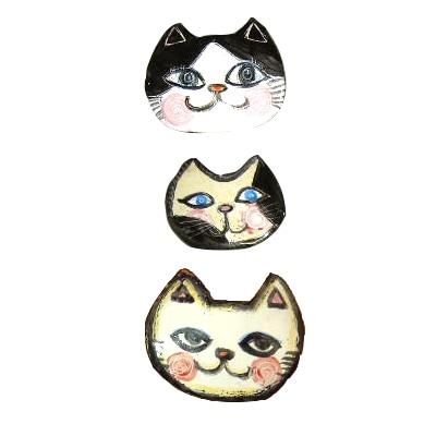 斉藤さんのブローチは「猫グッズ図鑑」でも紹介されている。写真はブローチ