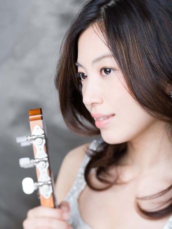 ゲスト出演するクラシックギターの第一人者、村治佳織さん