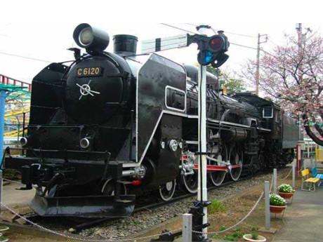 華蔵寺公園遊園地に展示されていた時のC6120。里帰りする伊勢崎駅から華蔵寺公園までは約1.5キロ