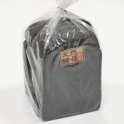 香りも味も普通の食パンだが、通常の食パンより柔らかくモチモチとした食感が特徴
