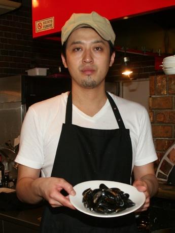 今井さんは一年に一度、この時期だけ扱えるムール貝を「特別で貴重なムール貝」と呼ぶ