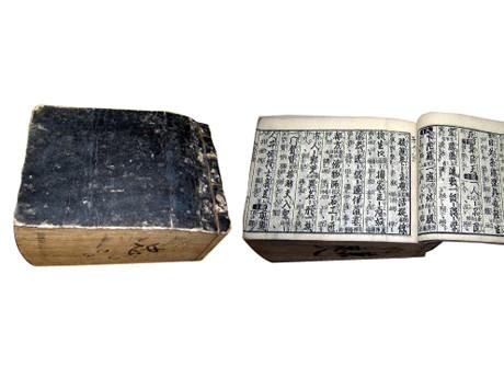 文化13(1816)年に作られた辞書、厚さが11センチあるが綿菓子のように軽い