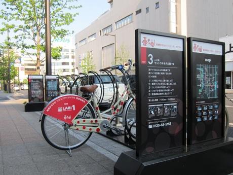 JR高崎駅西口から市役所、図書館、群馬音楽センター方面に向かうシンフォニーロードのポート。写真奥が高崎駅