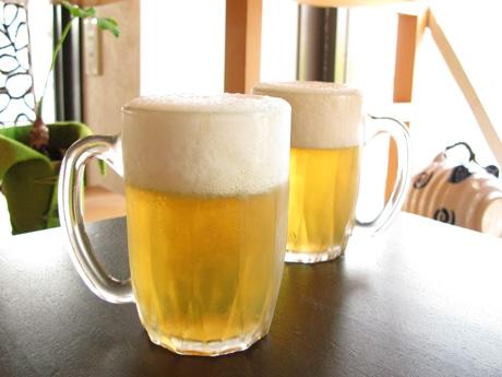 冷えた生ビールを思わせる父の日を視野に開発したゼリー、容器はガラス製のジョッキで高さは12センチ