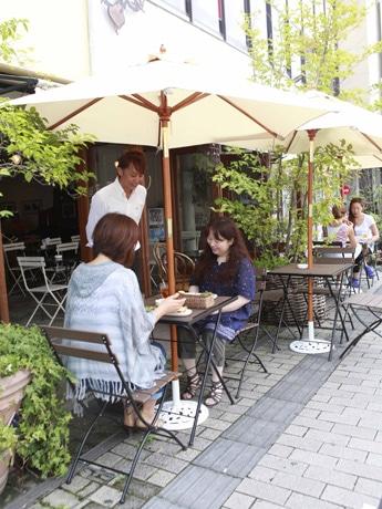 15年前から店舗併設のオープンカフェの運営を手掛けてきた「エル・フリオ」も利用客数を伸ばす