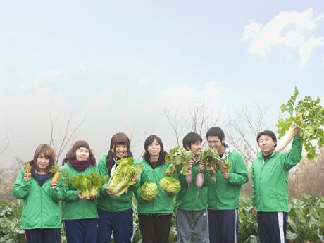 コラボに参加した中央農業グリーン専門学校の生徒たち