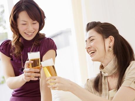 料理、サラダバー、スープバーと飲み放題。利用時間を最大4時間に設定し女性を取り込む