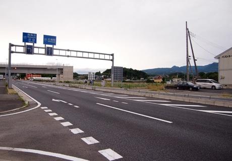 国道17号線「田口」交差点付近、道の駅の候補地は写真右奥方向